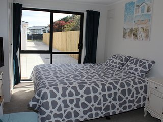 Immaculate Stay Near Beach, Shops and Golf Course, Mount Maunganui