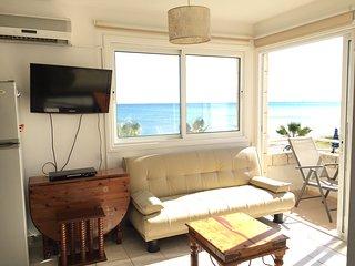 Margarita's top floor sea view apartment, Oroklini