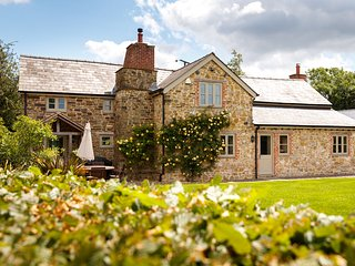 5* Self Catering Holiday House, Free WiFi,parking,Games room and BETTER PRICES!