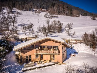 Beautiful Chalet with outdoor jacuzzi, sauna and spectacular Alpine Views, Seytroux