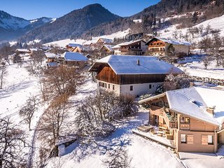 Beautiful Chalet Serein, Fabulous Living Space, Jacuzzi/Sauna, 12 mins Morzine