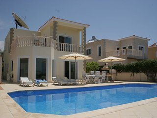 Luxury 3 Bedroom 3 Bathroom Villa Own Pool, Agios Georgios