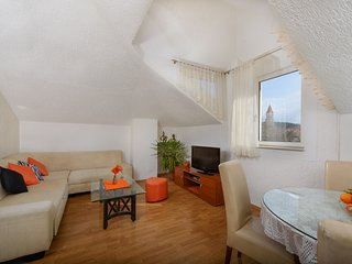 Spacious apartment Ana-Marija in the center of Trogir, large terrace, great view