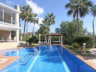 LUXURY VILLA 740M2 LIVING ON 3880 M2 PLOT POOL, GARDEN; PANORAMA VIEW, Elviria