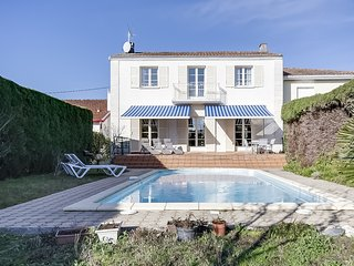 House with a Pool in a Peaceful Neighborhood, Le Bouscat