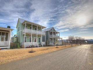 Spacious cottage in Carlton Landing with second story view of Lake Eufaula!