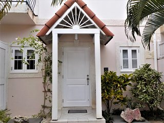 Stylish 3 bedroom townhouse, within walking distance to the beach, Porters