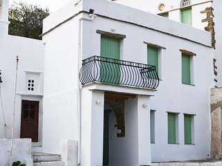 The Cherry Tomato House, Traditional renovated house in Komi village Tinos
