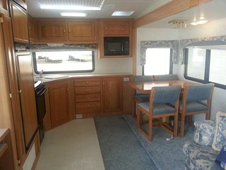 29 FT 5th WHEEL RV FOR RENT, Mill Bay