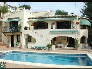 Luxury Moraira Villa, 4br, 3 1/2ba. large pool and views. 5 mins to beach