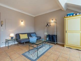 Central Cannes studio. 5 min walk to all beaches and Palais des festivals.
