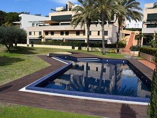 Duplex frente al Mar, con gran terraza, zona de piscina y gimnasio.