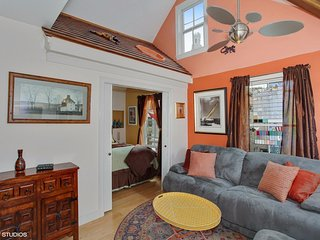 Elegant Top Floor Condo w/ RoofTop Deck DownTown, Provincetown
