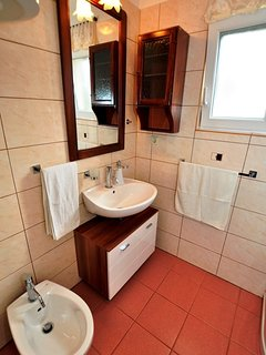 A6(4+1): bathroom with toilet