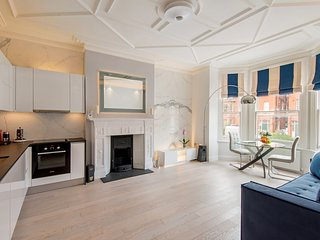 Luxury 2bed /  2bath Hampstead