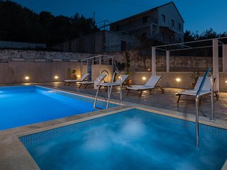Apartmani La Perla 4  with indoor and outdoor pool and jacuzzi