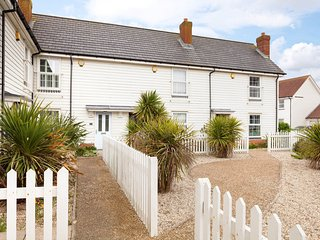 BT102 Cottage in Camber