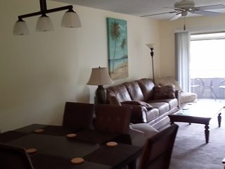 Close to Siesta Key 2 King beds,  New listing  Availability this season Unit #5