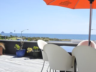 Stunning Beach Front House in Prime CBD Location next to the Walkway and Beach