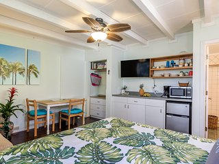Last minute special rate!  Studio with AC, off street parking, Pool & WiFi, Kailua