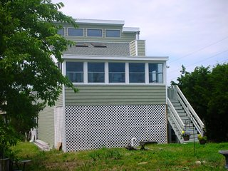 Delightful 3BR+Den/3BA Home: Gazebo, Hot Tub, Porch, Short walk to Quiet Beach, Broadkill Beach