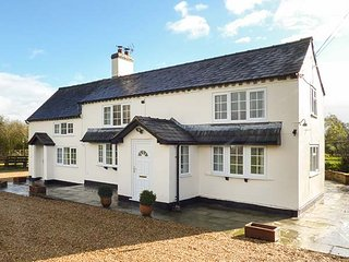 CHAPEL LANE COTTAGE, woodburning stoves, ground floor bedrooms, patio garden, Nantwich