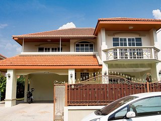 Private villa in Pattaya THAILAND 1 km close to Jomtien Beach