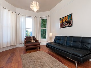 GORGEOUS 1 BEDROOM IN QUEEN VICTORIAN