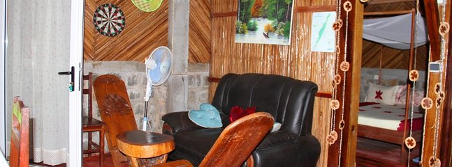 Grand Appartement 3 chambres, meublé, équipé , à 50 mètres du lagon, Nosy Boraha