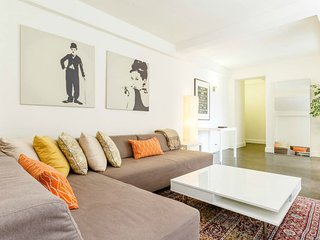 SPACIOUS APT, NEAR EVERYTHING- SUBWAY & CITIBIKE STATIONS, RESTAURANTS, CAFE'S