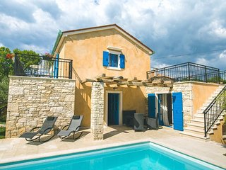 06401 Luxusvilla mit privatem Pool