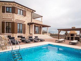 09601 Wonderful luxury villa with pool