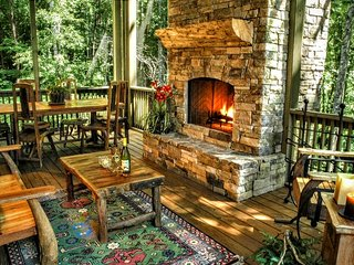 Peaceful, Easy Feeling - 3 BR Upscale home, screened porch, outdoor fireplace