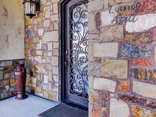 Upscale, mountain view condo w/ patio & in-town location, close to Arches!