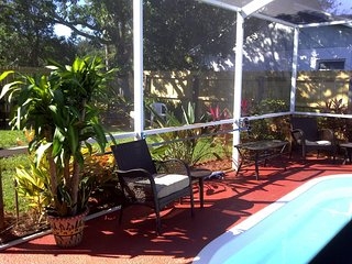 Tropical Private Pool Oasis - 3minutes from Beach
