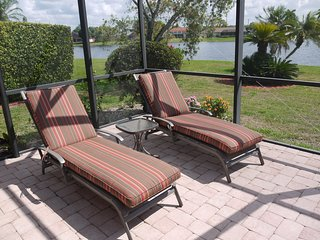 waterfront 4 bed/3 bath home, SE facing pool Kings Lake close to Downtown/beach