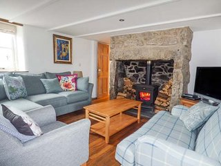 14 BOSCASWELL DOWNS, mid-terrace, woodburner, WiFi, pet-friendly, enclosed, Pendeen