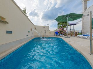 Luxury Villa Mary Ann with pool near the sea in the center of Mirca on Brac