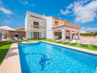 Villa Fuster - With 6 bedrooms, private pool, BBQ and wifi.i, Calpe