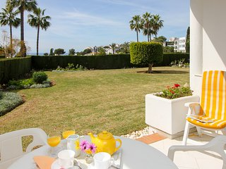 Lovely apartment with garden and seaviews