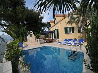 Luxury Villa Beach House Mutnik with pool at the beach on Brac - Brac - Mirca, Sutivan