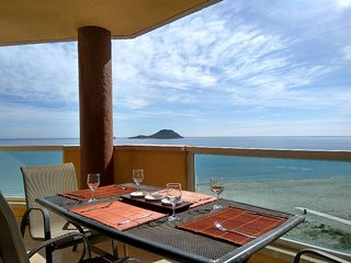 Playa Principe, La Manga light and airy beachfront apartment, Wifi & Air Con