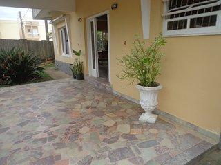 Hostel estilo classico, 50 mts da praia, proximo de comercio e transporte.