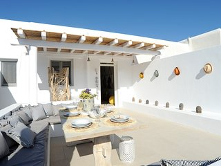 2 Bedroom Summer villa with an artistic touch near Panormos