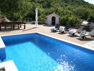 Stone houses with swimming pool for 12 people