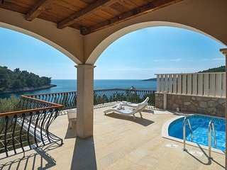 Villa Korcula Magnificent with pool and jacuzzi by the sea on Korcula - Korcula