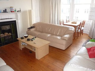 3 Bedroom SUMMER & FESTIVAL Apartment in Marchmont, Edinburgh (25)