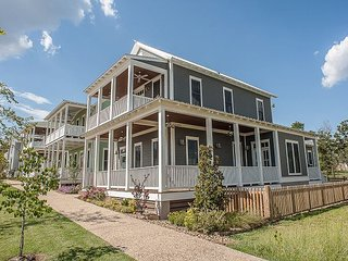 Enchanting and spacious home with a view of Lake Eufaula