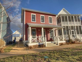 Adorable cottage with the comforts of home! Porch swings & TVs in every room!, Eufaula