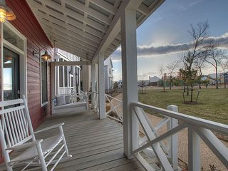 Carlton Landing! Adorable home for 12 right on Redbud Park.
